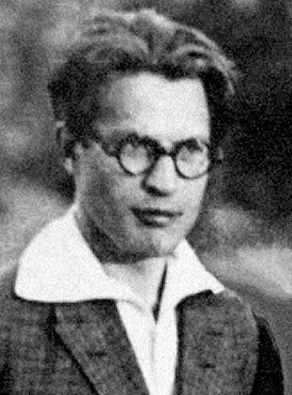 Сергей Задонин. Ведущий актер, один из основателей нашего театра. Официально признан пропавшим без вести в сентябре 1941 года.